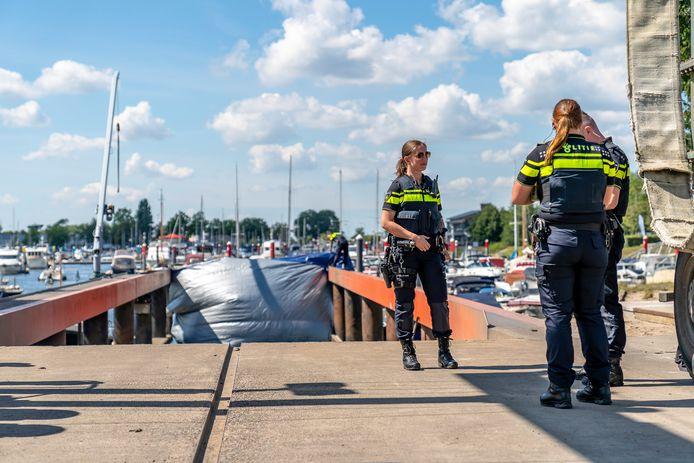 De auto van de vermiste Bert de Laat werd gevonden in het water bij Drimmelen.