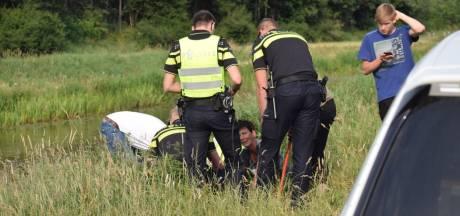 Hond Barko raakt verstrikt in rattenklem bij Steenwijker Aa
