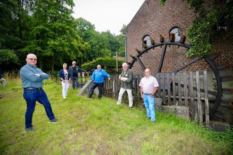 Onderweg passeer je onder meer langs de watermolens van de Bosbeek en de Itterbeek.
