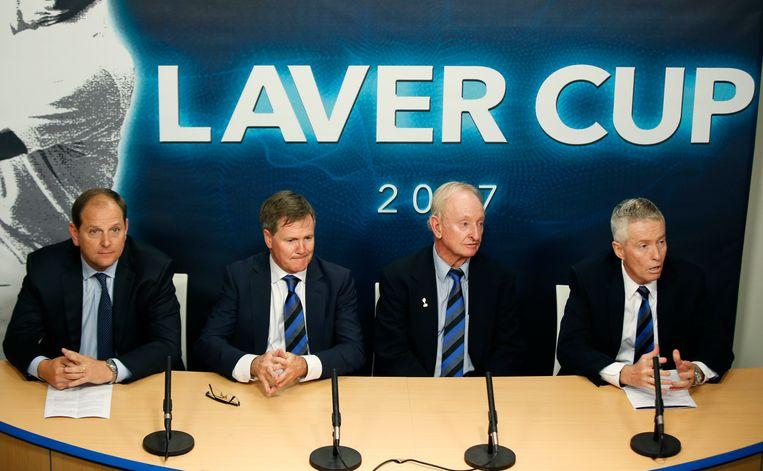 Van l naar r: de leden van Team8 met baas Tony Godsick, Steve Healy (voorzitter van de Australische tennisbond), Rod Laver en Craig Tiley, CEO van Tennis Australia en de Australian Open.