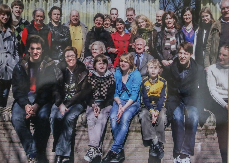 Een familiefoto in 't Reigersnest in 2007. Cyriel en Lucia zitten in het midden.