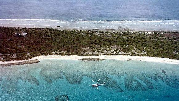 Het vrijwel onbewoonde Bikini-atol telt 36 eilandjes rond een lagune van 594,2 vierkante kilometer in de Grote Oceaan. Er woont slechts een tiental mensen.