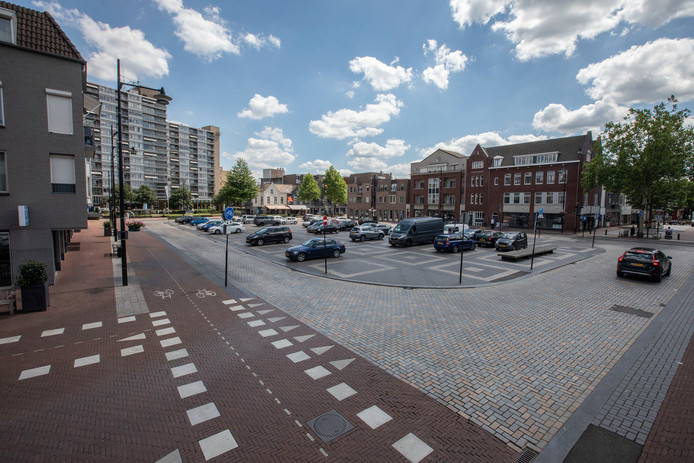 Parkeren op het Ameideplein in Helmond