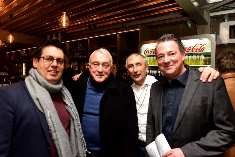 Gunther De Wilde, Paul Van Himst, Michel Doomst en Pascal Vandercammen  in het clubhuis
