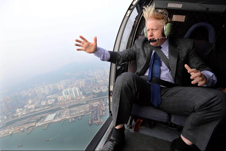 Boris Johnson vloog in 2013 in zijn toenmalige hoedanigheid als Londens burgemeester in  een helikopter boven Hongkong, de voormalige Britse kroonkolonie die sinds juli 1997 aan de Volksrepubliek China is overgedragen.