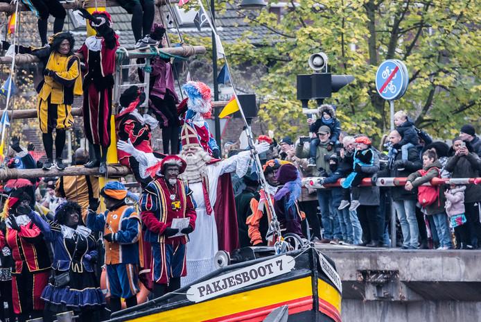 De intocht van Sinterklaas vorig jaar in Delft met een mix aan pieten.
