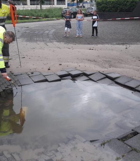 Breuk in waterleiding zorgt voor metershoge waterfontein in Alphen