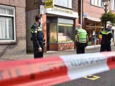 Medewerker Goudinkoop kreeg bij overval mes op zich gericht, politie op zoek naar gevluchte man