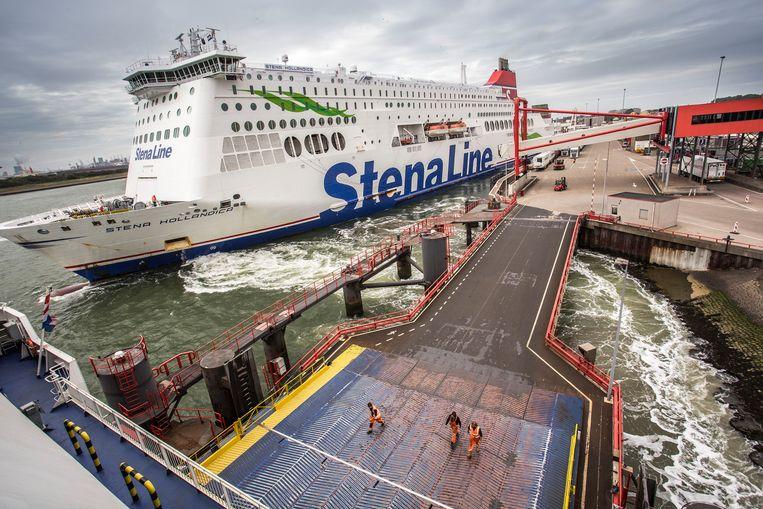 Een Stena Line-boot met bestemming Engeland in Hoek van Holland. Na de brexit moeten bedrijven rekenen op papierwerk en vertraging. Beeld foto Arie Kievit