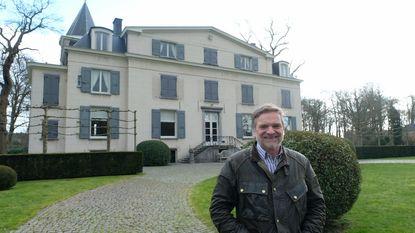 Kasteel Kattenhof staat te koop: 12 slaapkamers, vier badkamers, zwembad én wijngaard. Voor 4,9 miljoen is het van u