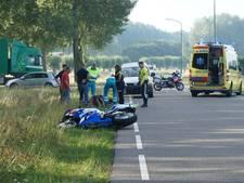 Motorrijder zwaargewond na val in Wijk en Aalburg