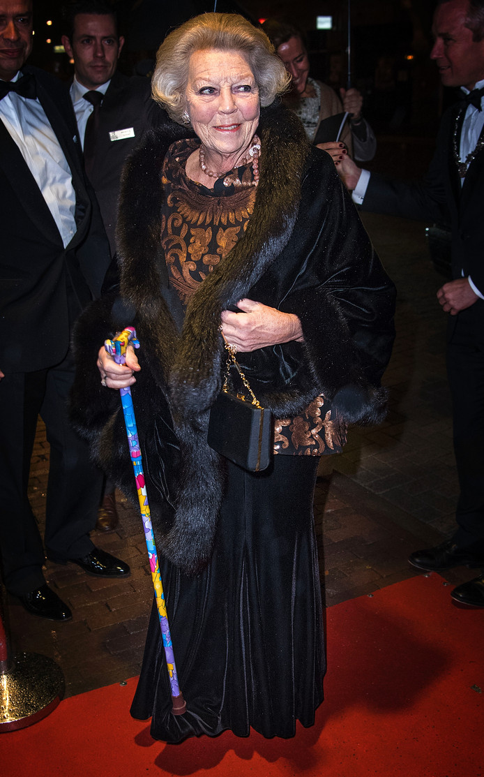 Beatrix met hippe Haarense stok.