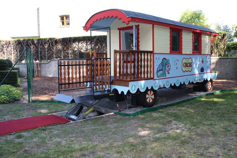 Deze pipowagen in de tuin van Villa Rozerood in De Panne moet een rustpunt vormen voor de zieke kinderen die er logeren.