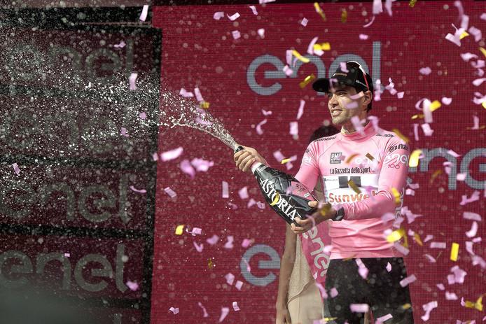 Tom Dumoulin viert de eindzege in de Giro.