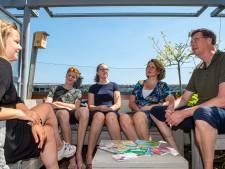 Wel of niet op vakantie? Na lang wikken wegen kiest de familie Batavier voor opa's huisje in Ommen (met slechte wifi)