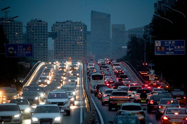 Een snelweg in de Chinese hoofdstad Beijing.  Beeld AFP