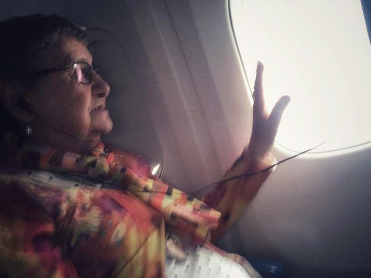 Moemoe komt terug uit Amerika.
