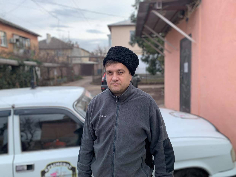 Sergej Akimov voor zijn leeggehaalde Kozakkenmuseum.
