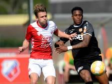 FC Utrecht speelt met namen mantelzorgers op de borst
