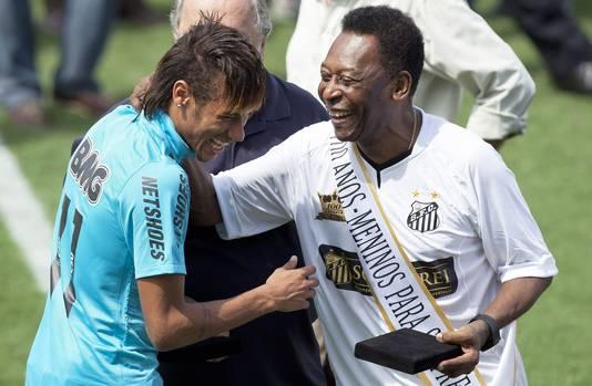 Pelé en Neymar in 2012 bij de honderdste verjaardag van hun club Santos.