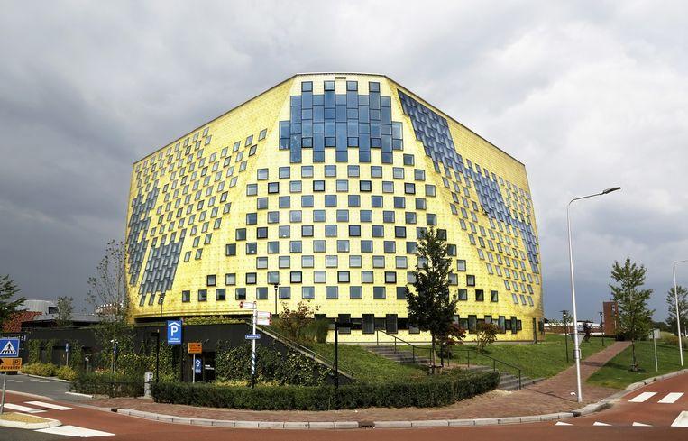Het gemeentehuis van Hardenberg is uitgeroepen tot de lelijkste nieuwbouw van de afgelopen vijf jaar. Beeld Hollands Hoogte