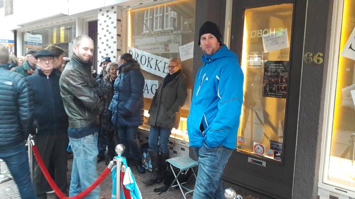 In de rij voor een stukje chocolade.