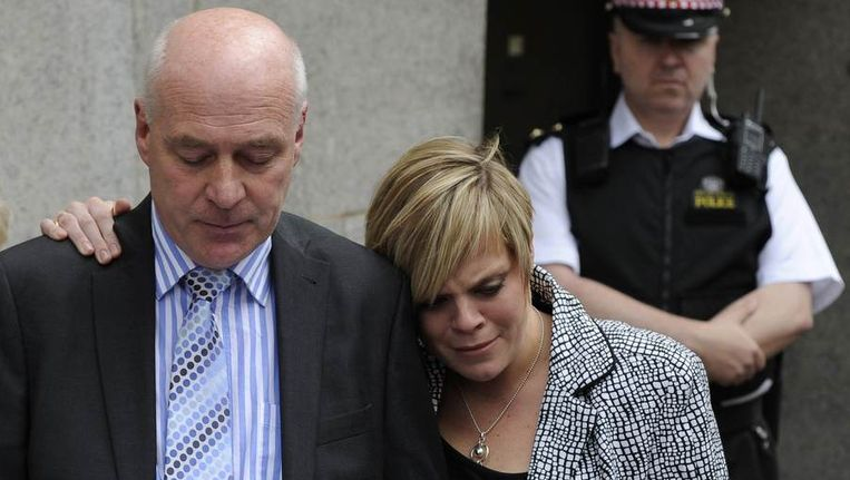 Bob Dowler, vader van Milly, met zijn dochter Gemma. Beeld reuters