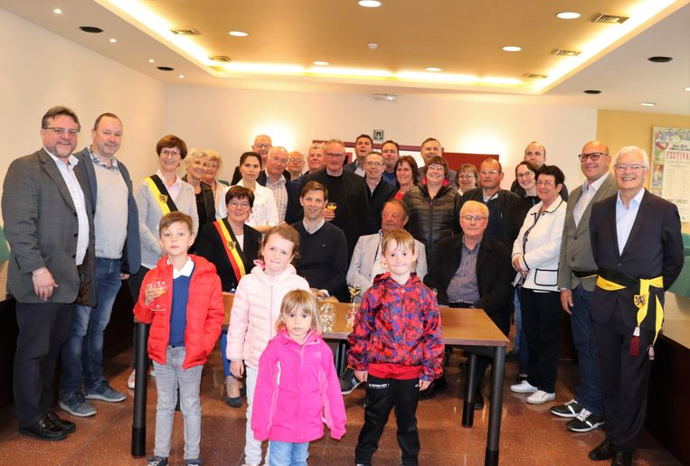 Het organisatiecomité van de Meikapelkermis werd naar aanleiding van de 75ste verjaardag op het gemeentehuis ontvangen.