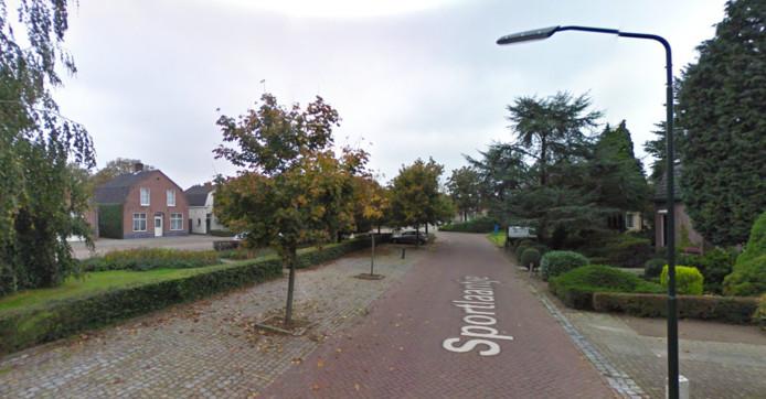 Het Sportlaantje in Haaren. De gemeente gaat maatregelen treffen om de verkeersveiligheid te vergroten.