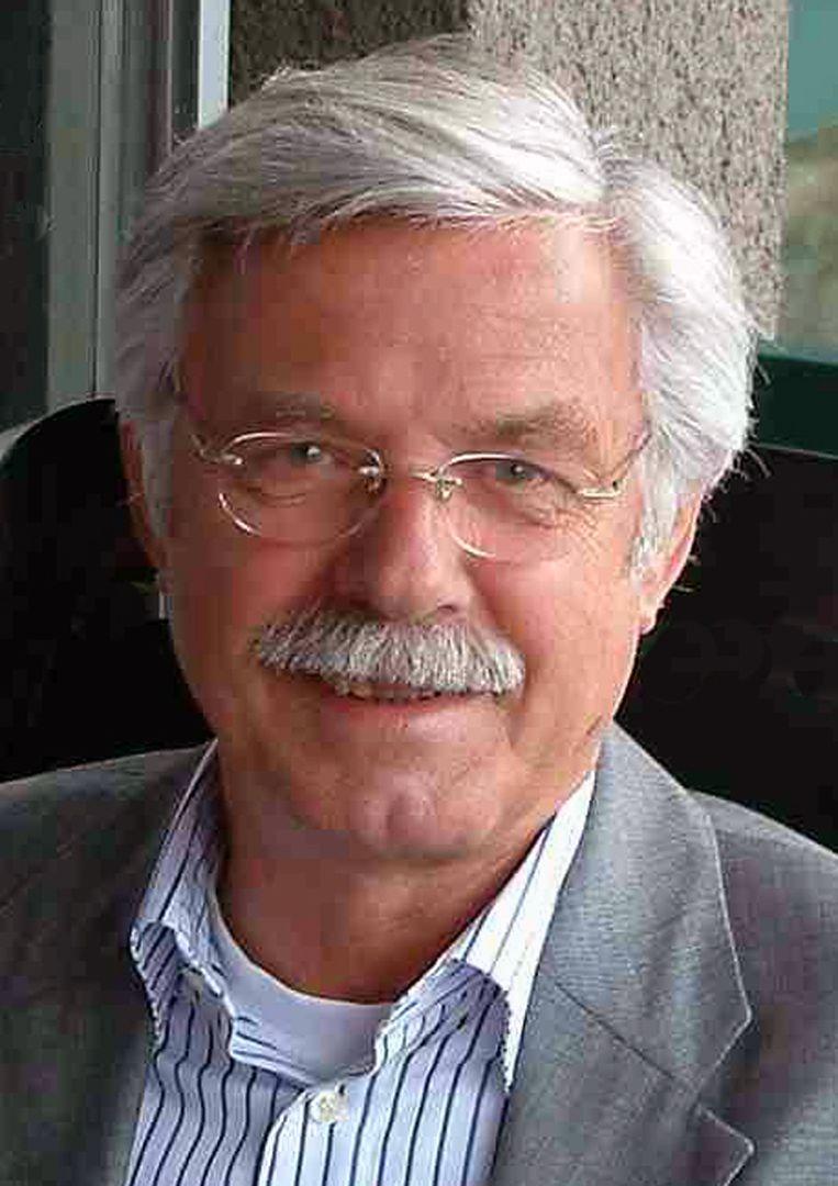 Hans Stolp (1942) studeerde theologie en heeft jarenlang als radiopastor gewerkt. Tegenwoordig richt hij zich op het esoterische christendom, waarover hij tientallen boeken schreef en cursussen geeft. Beeld
