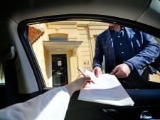 Notarissen: 'Testament tekenen achter het raam van de woonkamer en terug door de brievenbus'