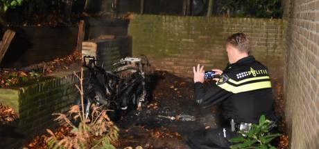 Brommer uitgebrand in Oosterbeek, eigenaar sluit brandstichting niet uit