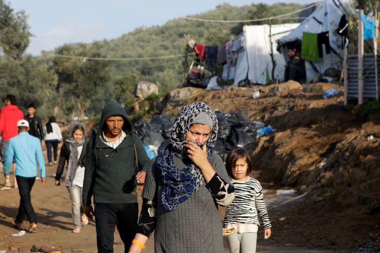 Migranten bij kamp Moria op Lesbos. Beeld REUTERS