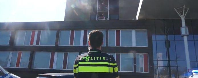 Politie klapt voor het zorgpersoneel van het ZGT in Almelo