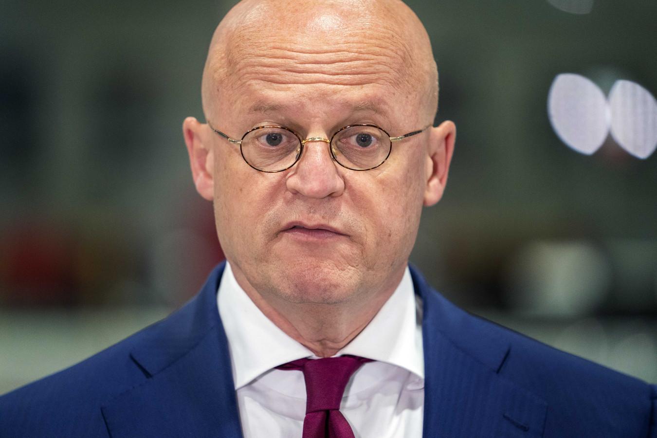 Minister Ferd Grapperhaus  erkent dat 'zeker een tiental' IS-gangers is ontsnapt uit een Syrisch detentiekamp.