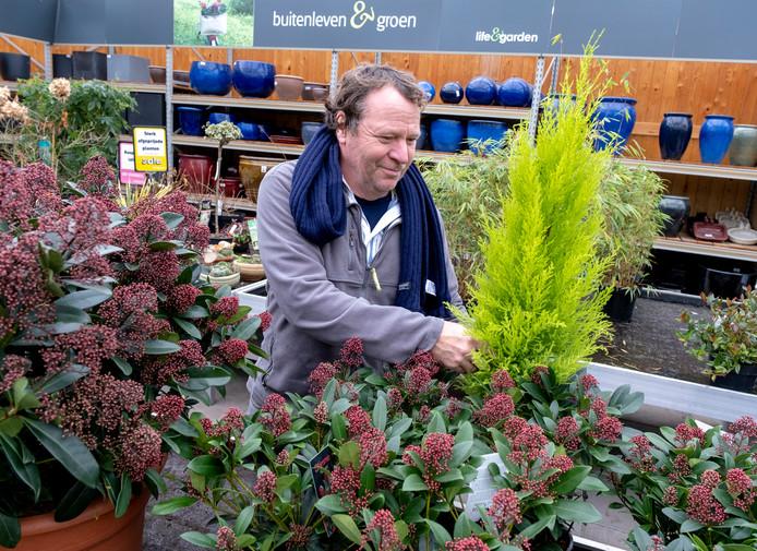 Hans Leutscher werkt bij Life and Garden in Renesse.