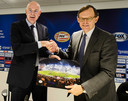 Algemeen directeur Toon Gerbrands van PSV en Philips Benelux-topman Hans de Jong. Philips is een van de Brainport-partners van PSV, naamgever van het stadion en mouwsponsor en daarmee nog altijd een belangrijke sponsor van de club.