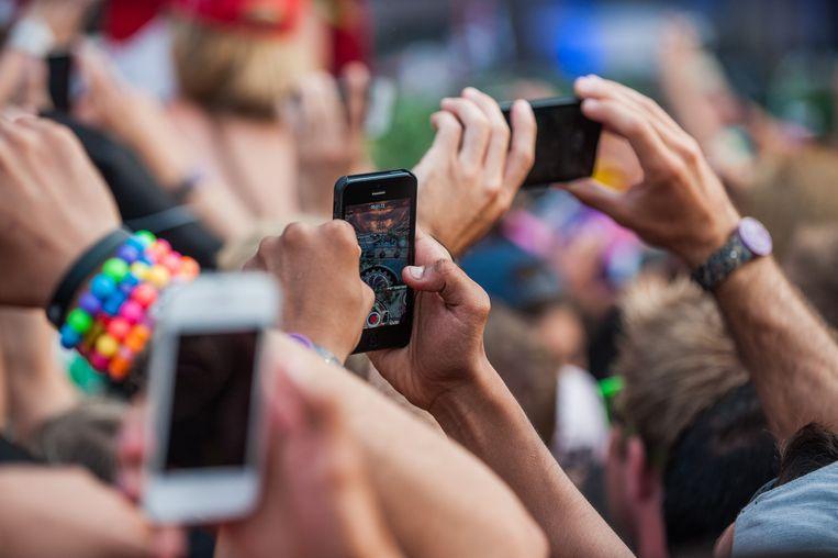 Zo hou je je smartphone langer in leven tijdens de festivals.