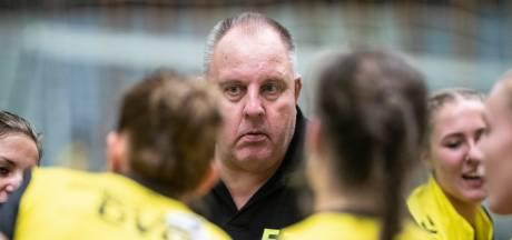 Volleybalduel Avior 2-DVO ontspoort; politie in de zaal