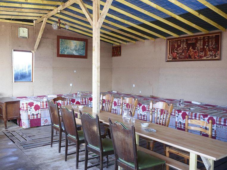 Februari 2016 Afghaan Aimal bouwde dit restaurant, het kostte hem 6.500 euro. Drie weken voordat de jungle ontruimd moest worden, ging het open. Beeld null