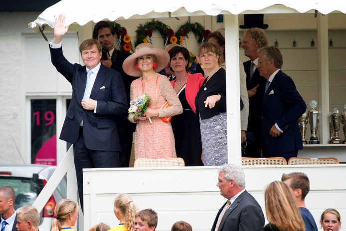 Koning Willem-Alexander en koningin Maxima tijdens hun streekbezoek in juni 2016 aan Noardwest Fryslan.