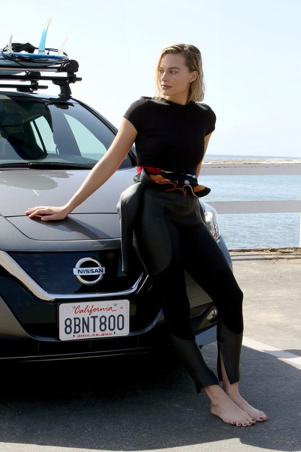 Margot Robbie in de video die zij voor Nissan heeft gemaakt