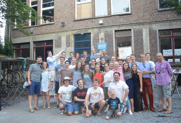 De (oud)leiding van KSA Sint-Jozef hield gisterenavond een afscheidsdrink aan haar lokalen in de Klapstraat die worden afgebroken.