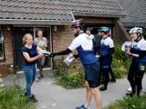 Deze leraren fietsen 140 kilometer om hun geslaagde leerlingen te feliciteren