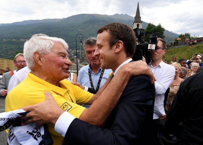 Raymond Poulidor en compagnie du président de la République, Emmanuel Macron.