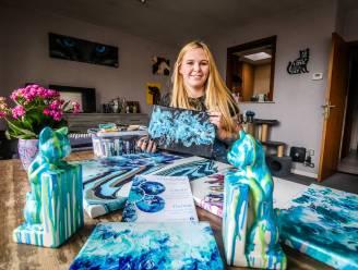 Voor deze hobby moet je de deur niet uit: Lisa-Marie (23) leert jong en oud schilderen met 'Fluidart'