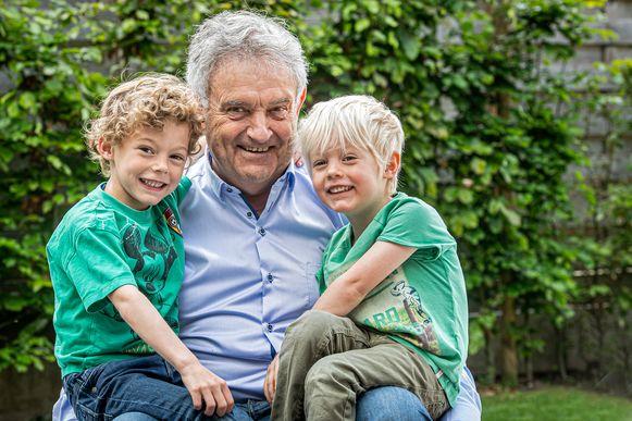 Rik Remmery met zijn kleinzonen Louis (6) en Jules (4).