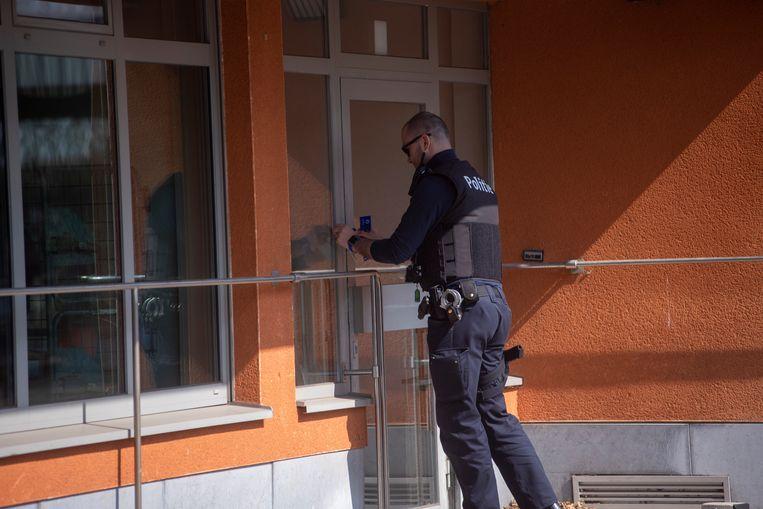De politie verzegelde het bpost-gebouw na de overval in afwachting van de komst van het parket.