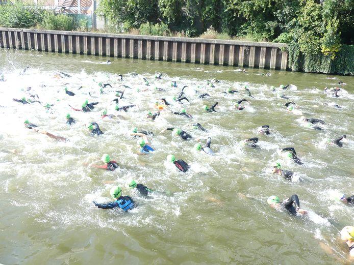 De Leie was twee dagen lang het strijdtoneel van de triatleten.