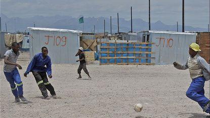 Zuid-Afrika steekt daklozen in apart kamp tijdens WK voetbal